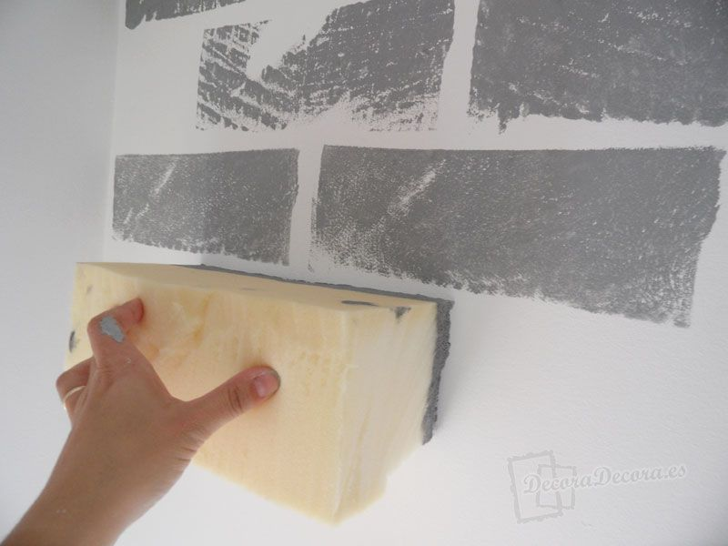 Pintar falsos ladrillos en la pared